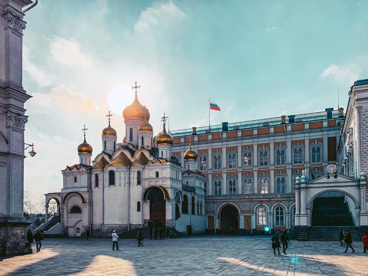 Russlands und Moskaus Wahrzeichen: Der Kreml. …