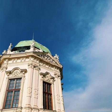 Ein kleiner Regenbogen am Himmel über Schloss Belvedere 🌈 …
