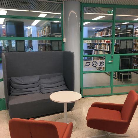 Uni Oulu Bibliothek Tische
