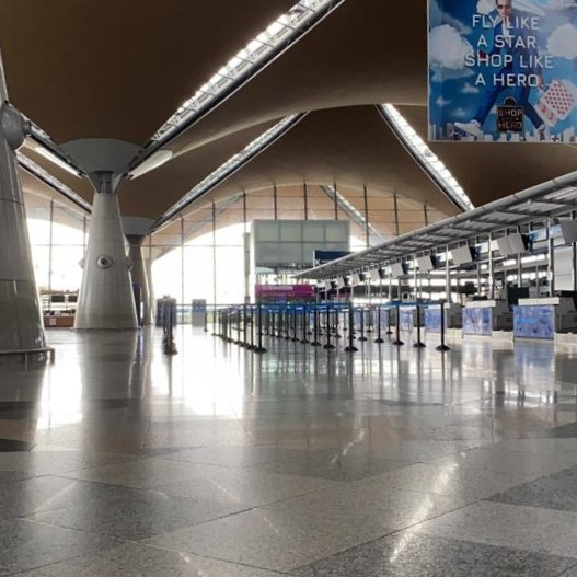In 22 Stunden um die Welt: Von Fiebermessen, einsamen Flughäfen und leeren Flugzeugen