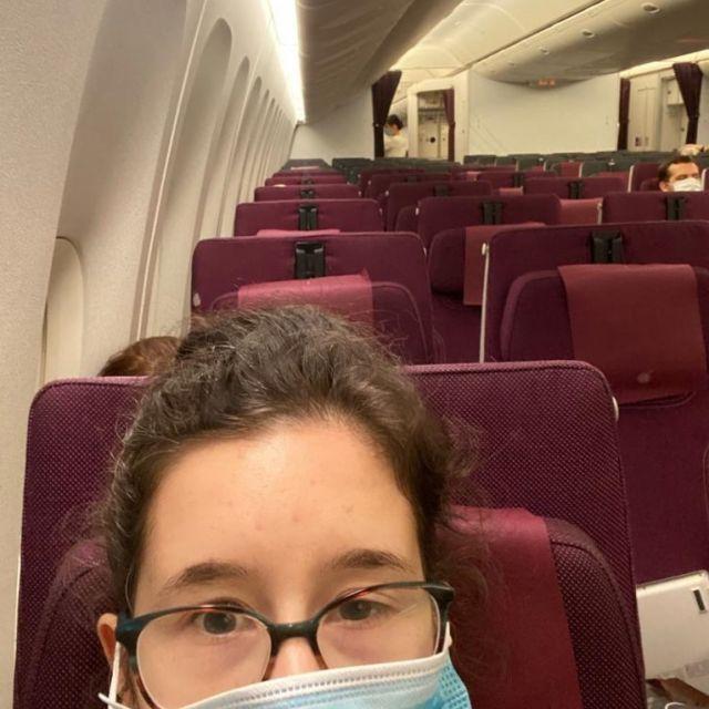 Ich in leerem Flugzeug.