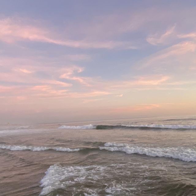 Wellen bei Sonnenuntergang.