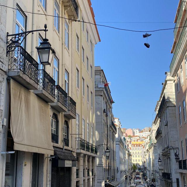 Blick in eine Lissabonner Straße.