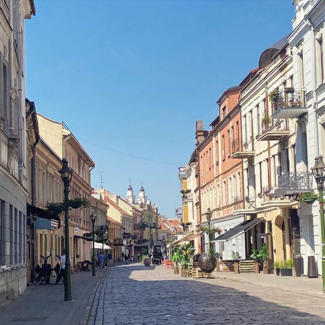 In der Altstadt ist plötzlich so einiges los ☕️ #erlebees #kaunas…
