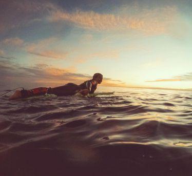 #sunsetsurf // 💛 • • • • #erlebees #ericeira #surf #sunset #portugal