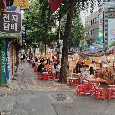 Laue Sommerabende in #Seoul. Da darf Streetfood nicht fehlen! 🥢…