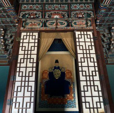 Im Gyeonggijeon Palace in Jeonju befindet sich das Royal Portrait Museum. Hier…