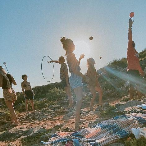 zirkuskinder🌈 #tb #slacklife #juggling #hoop #poi #portugal #nevergrowup…