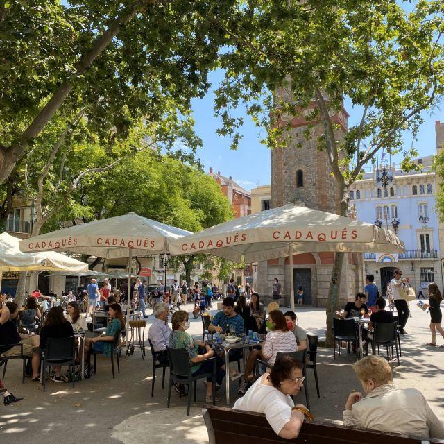 Volle Cafétische in Spanien.
