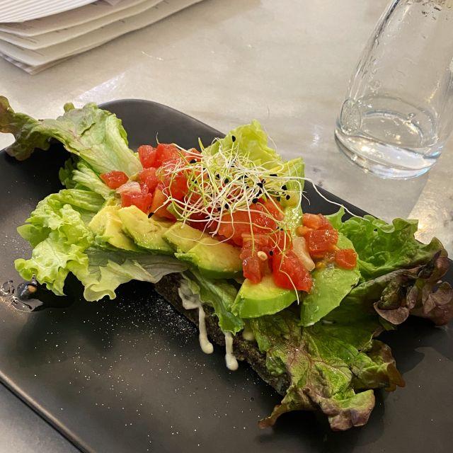 Avocado Brot mit veganem CreamCheese und Tomatensalsa