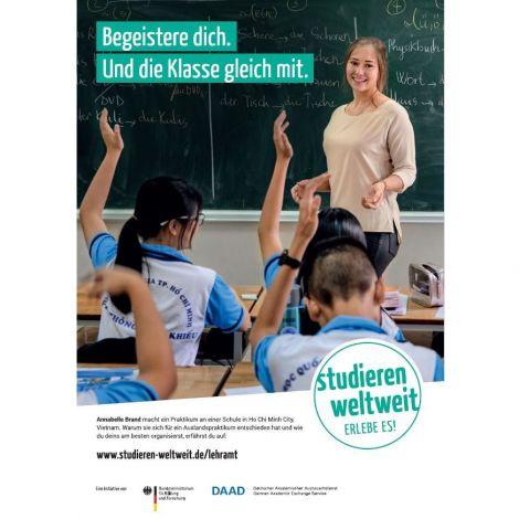 """Poster """"Begeistere dich. Und die Klasse gleich mit."""" im Format DIN A3 mit Hinweis auf """"Lehramt.International""""."""