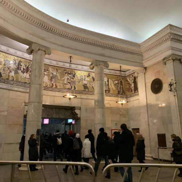 Eingang in die Metro in Moskau.