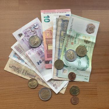 Geld in unterschiedlichen Währungen.