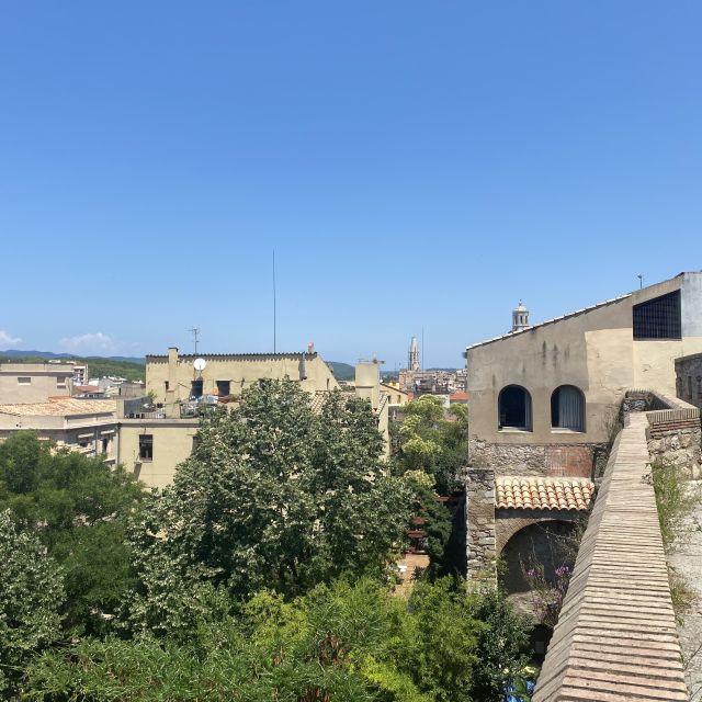 Blick über Girona von der Stadtmauer.