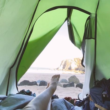 Blick aus dem Zelt an den Strand