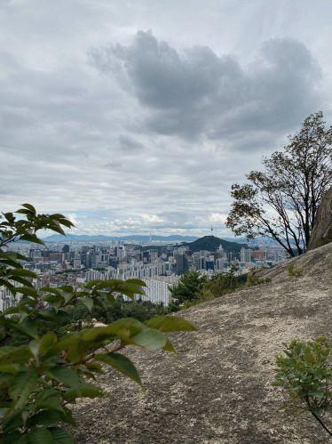 Einer der schönsten Hikes in Seoul ist definitiv der auf den Ansan Mountain.…