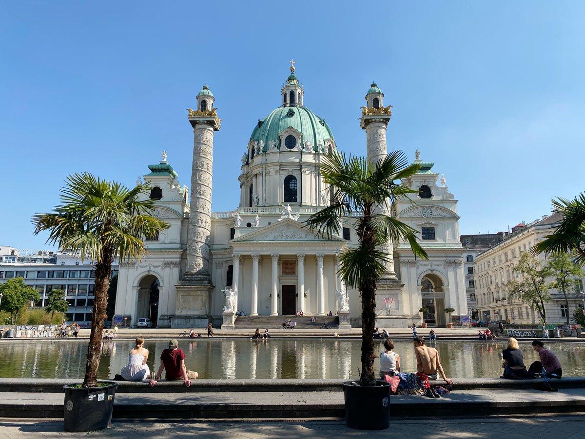 Eine meiner liebsten Sehenswürdigkeiten in Wien: Die Karlskirche. Sie ist ein…