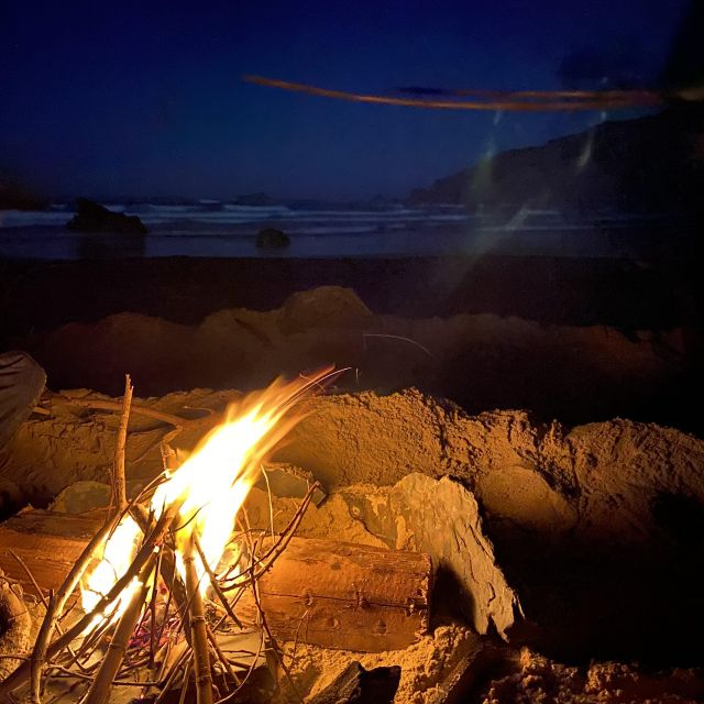Lagerfeuer am Strand.