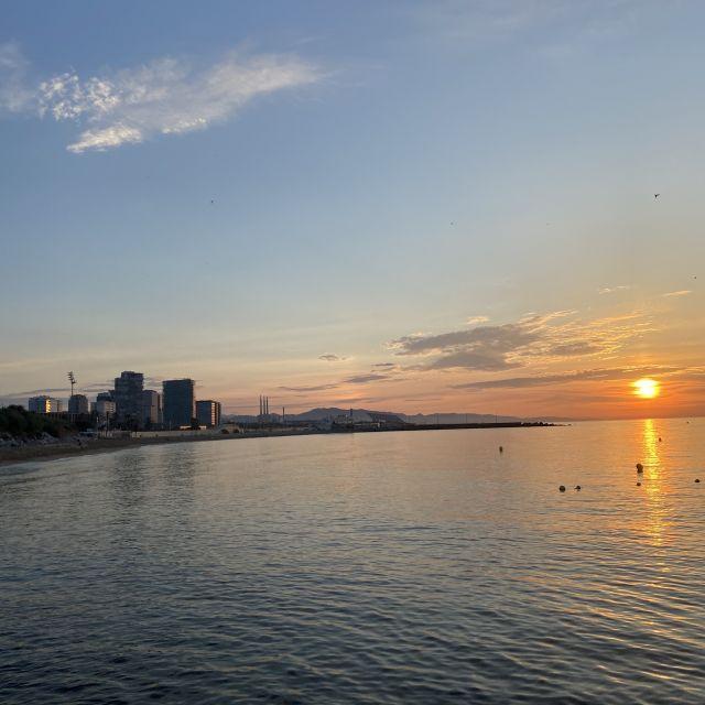 Der Sonnenaufgang am Meer.