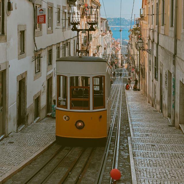 Alte Straßenbahn in Lissabon.