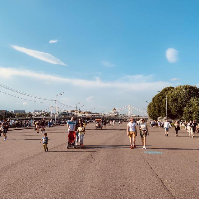 Die Promeda ist ebenfalls ein Teil des Parks. Sie verläuft direkt neben dem Fluss und ist gut geeignet für Fahrradfaher, Skatboarder etc.