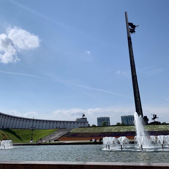 Die Gedenkstätte mit Springbrunnen.