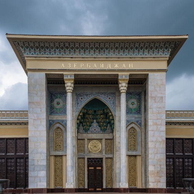 Das Gebäude von Azerbaijan ist schön bunt und ebenfalls traditionell dekoriert.