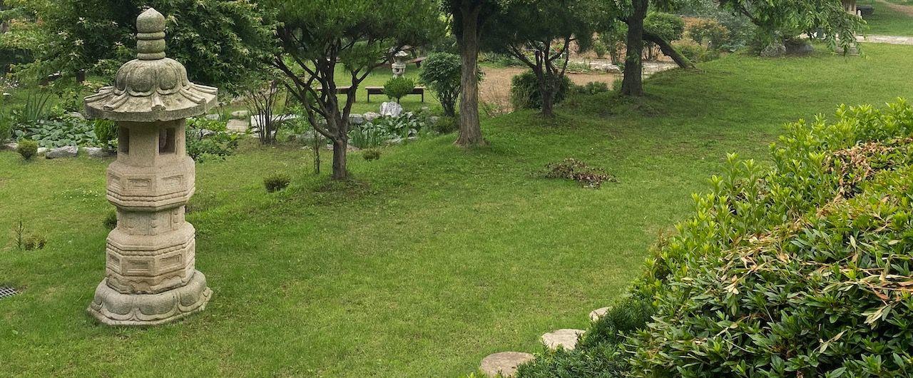 Ein buddhistischer Tempelgarten