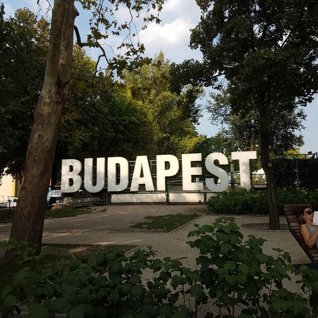 Budapest Aufsteller im Grünen