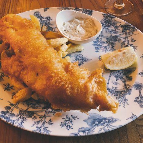 Fish and Chips sind ein fester Bestandteil der britischen Esskultur.  Oft wird…