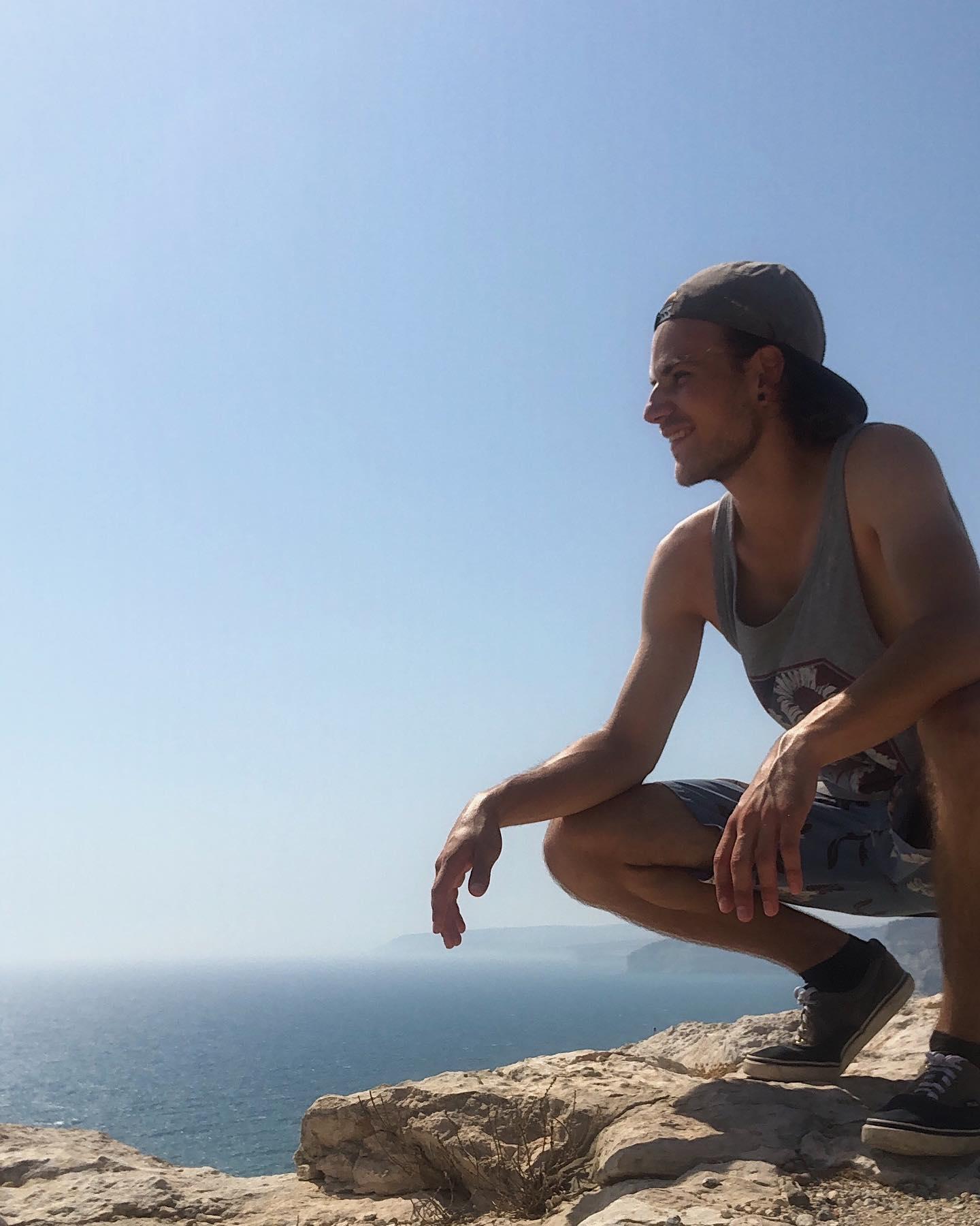 • Da hocke ich also jetzt. An der Küste von Kourion. Im Süd-Westen…