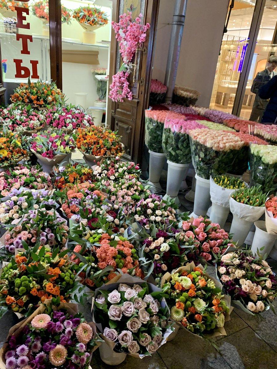 Russisch Frauen lieben Blumen besonders und erwarten sie bei jedem Anlass…