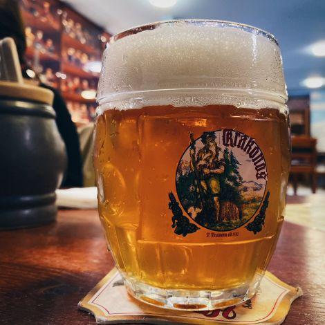 Bier - das Nationalgetränk der Tschechen. 🍻 Durchschnittlich 140l pro Kopf…