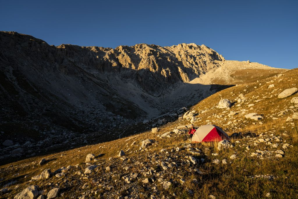 Spektakulärer Zeltplatz mit Bergkulisse.