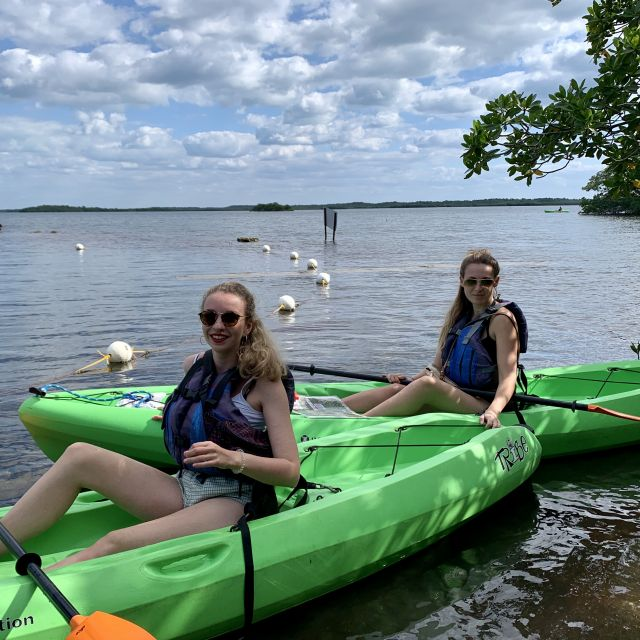 Alice ist eine Freundin, die ich seit der neuen Klasse kenne. Mit ihr war ich für knapp zwei Wochen in Florida. Hier sind wir gerade am paddeln bei den Key Inseln.