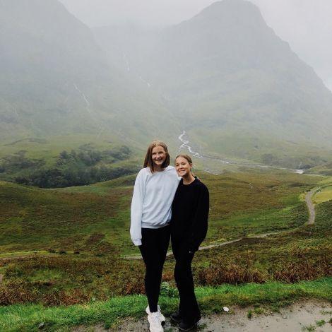 Foto mit zwei Mädchen in den Highlands