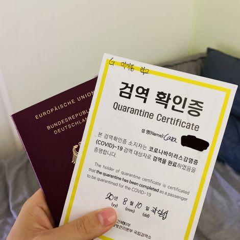 Reisepass und Quarantäne-Dokument