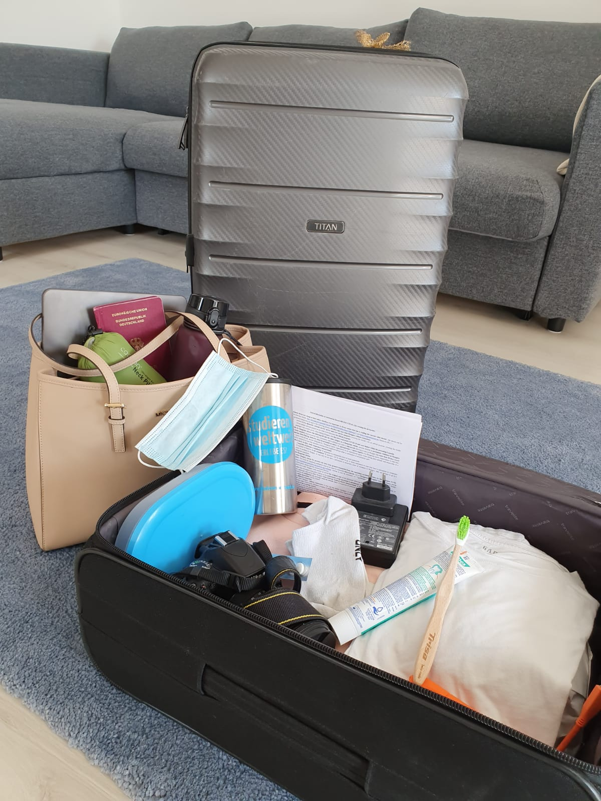 Ich packe meinen Koffer und nehme mit …