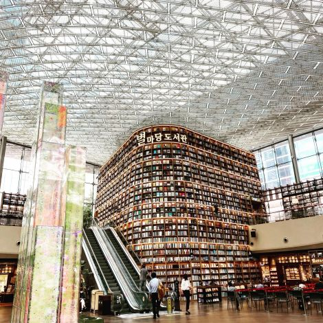 [Starfield Library @COEX] The famous Starfield library (별마당 도서관) is…