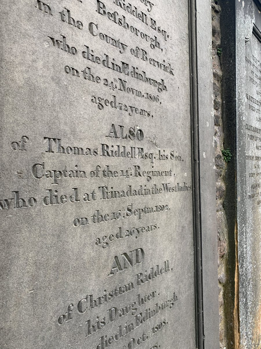 Auf dem alten Friedhof Greyfriars Kirkyard hat sich J.K. Rowling viele Namen…