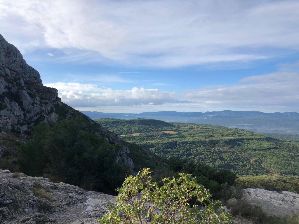 Wanderung an Saint-Victoire in der Nähe von Aix-en-Provence.