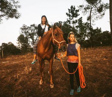 farmlife🍁// #portugal #farm #horse #sunset #happy #peanut #erlebees