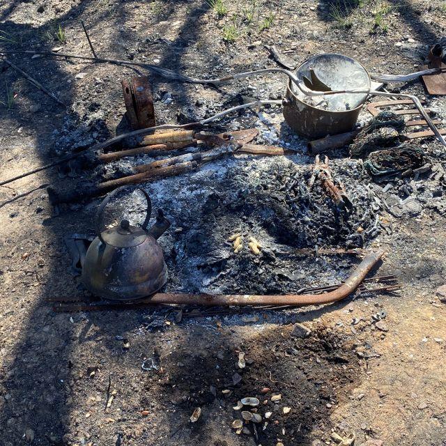 Überreste von verbrannten Häusern.