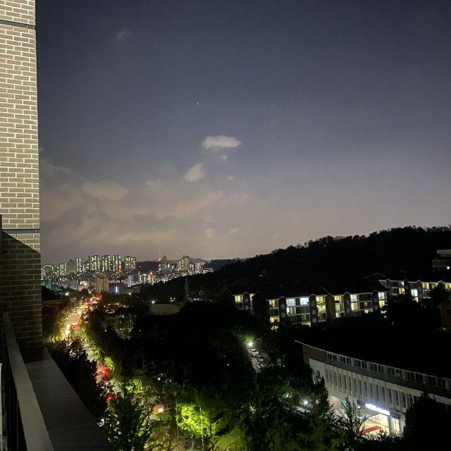Ausblick auf die Skyline Seouls vom Wohnheimdach aus