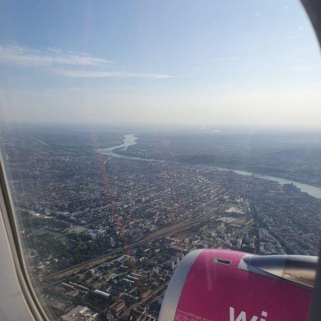 Budapest aus der Vogelperspektive aus dem Flugzeug heraus fotografiert.
