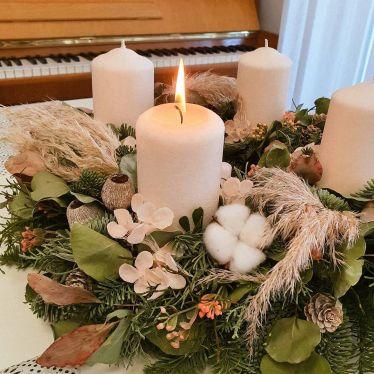 Schon brennt die erste Kerze im Adventskranz🕯 und wenn die 4. Kerze brennt,…