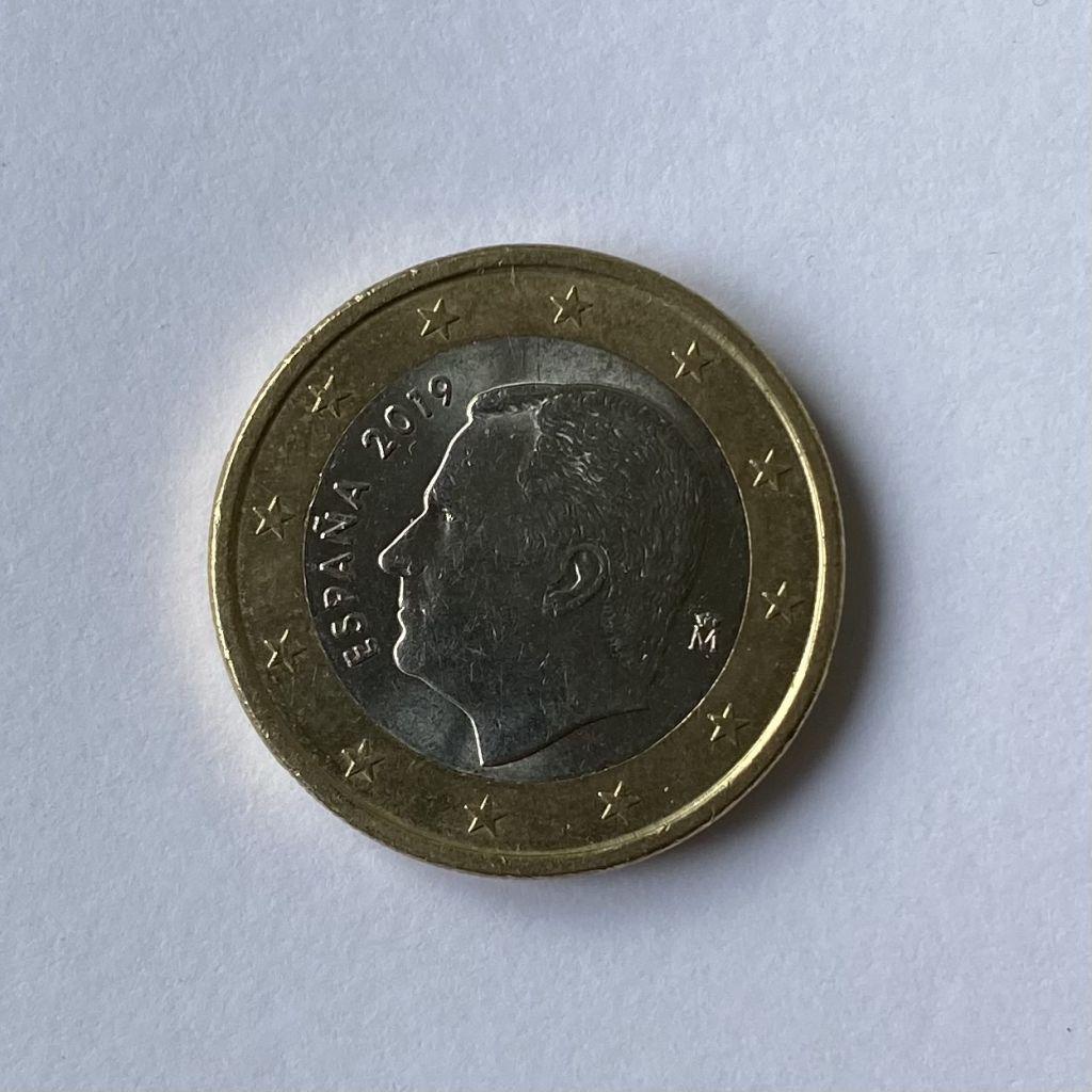 Büste von Juan Carlos I auf der Rückseite einer 1-Euro-Münze.