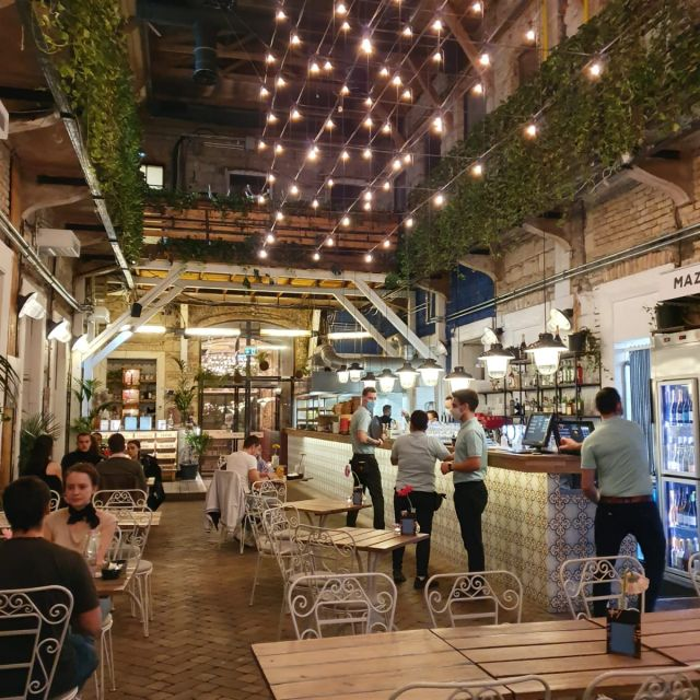 Das Restaurant Mazel Tov im jüdischen Viertel Budapests.