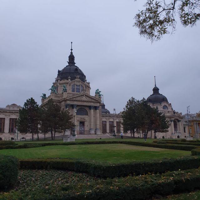 Die Fassade des Das Széchenyi-Bads.