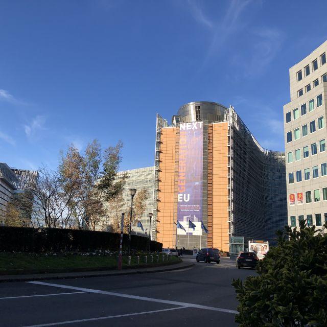 Berlaymont Gebäude vom Schuman Kreisel aus.